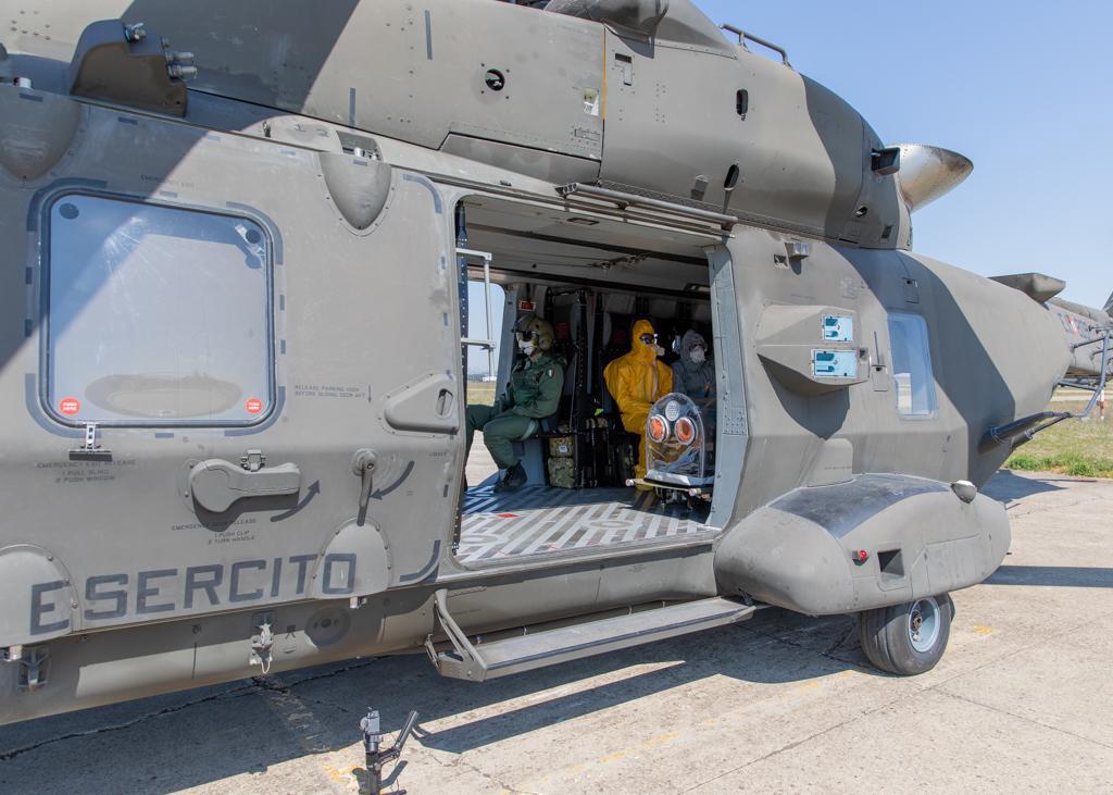 Barella IsoArk a bordo di un elicottero UH90 del3° REOS