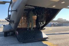 Caricamento del materiale sanitario su elicottero UH-90A del 3° REOS