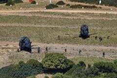 Foto-10-Un-momento-dello-sbarco-delle-unita-terrestri-dagli-elicotteri-UH-90
