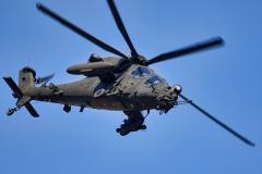 Foto-5-un-elicottrero-AH-129-in-fase-di-manovra