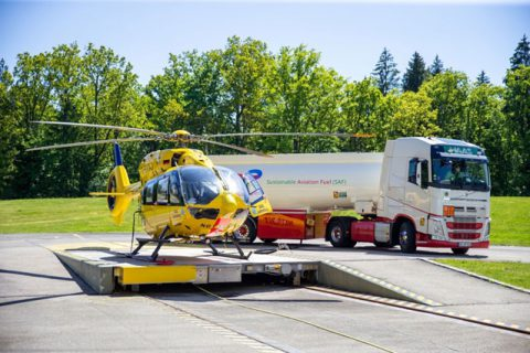 Il primo elicottero di soccorso a volare con carburante sostenibile per l'aviazione