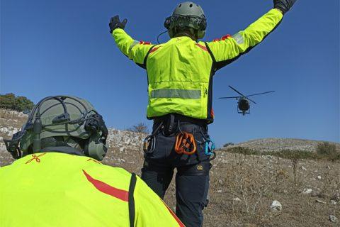 Prosegue la collaborazione tra Aviazione dell'Esercito (AVES) e Vigili del Fuoco (VVF) nell'ambito della formazione del personale.